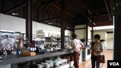 正在试营业的Bali水岸四季景观餐厅(美国之音杨晨拍摄)