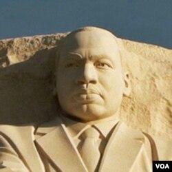"""SAD: """"Zadivljuće je... stajati tu, ispred statue..."""""""