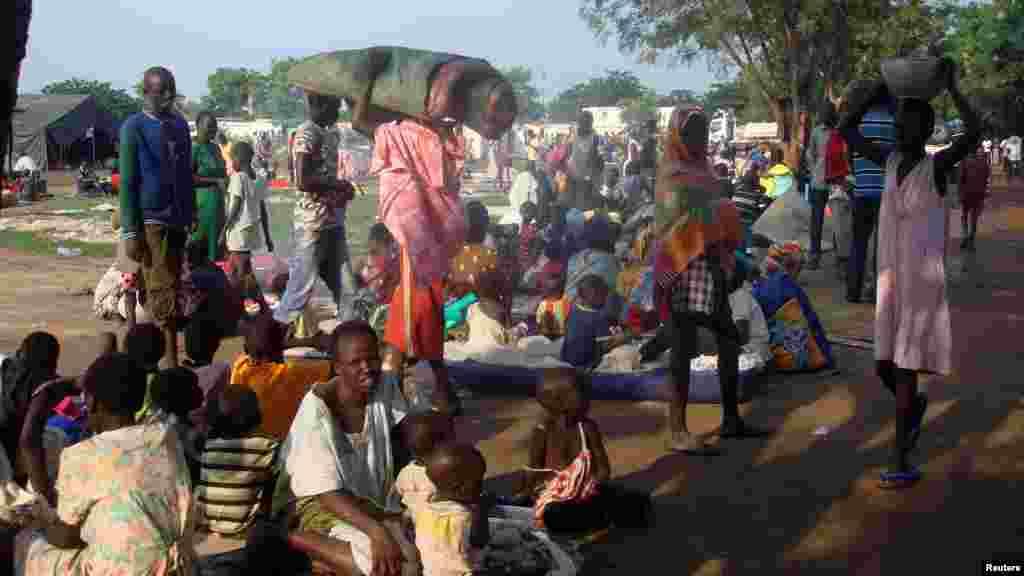 Des déplacées dans l'enceinte du bâtiment des Soldats des Nations Unies, à Juba, 11 juillet 2016.