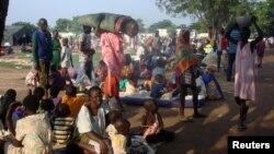Des familles sud-soudanais trouvent refuge dans un camp de la MINUSS à Juba, Soudan du Sud, le 11 juillet 2016.