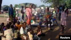 جنوبی سوڈان میں بے گھر ہونے والے افراد دارالحکومت جُبا میں اقوام متحدہ کے ایک کیمپ میں موجود ہیں۔