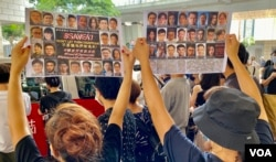"""大批香港市民5月31日到西九龙裁判法院声援被控国安法""""串谋颠覆国家政权罪""""的民主派初选47人案被告。 (美国之音/汤惠芸)"""