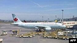 Tiffani Adams, penumpang Air Canada, tertinggal di dalam pesawat berjam-jam setelah pesawat mendarat.