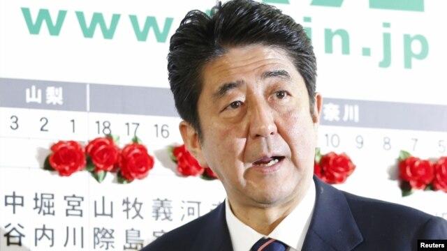 """Abe anunció """"medidas urgentes"""" de $229.500 millones dólares para intentar estimular la economía."""