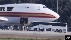 美国一架撤侨专机1月29日从武汉飞抵加州