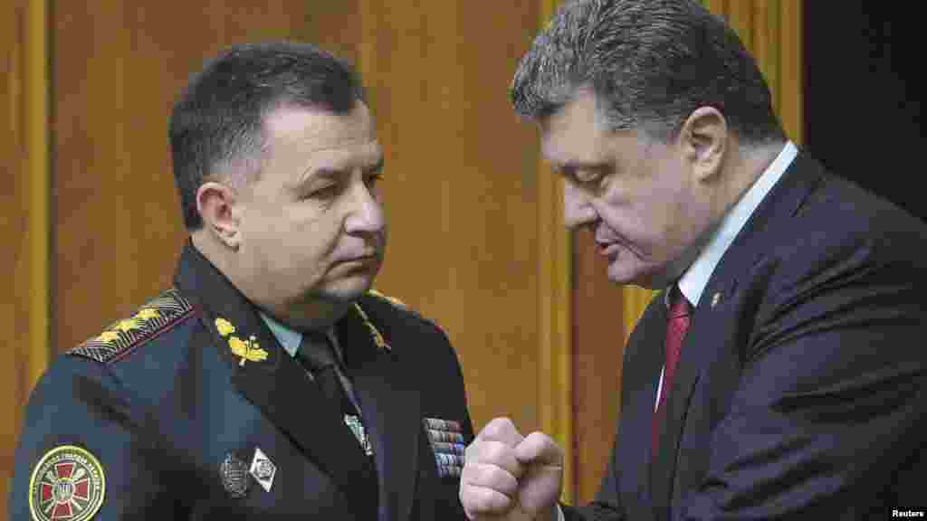 Ukrainian Colonel-General Stepan Poltorak, left, talks to President Petro Poroshenko during a parliament session in Kyiv, Oct. 14, 2014.