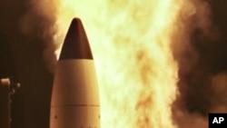 中俄反對美國計劃在歐洲設置彈道導彈防御系統。圖為美國導彈防御局與美國海軍今年4月14日從夏威夷海軍基地共同測試發射標準三型導彈。