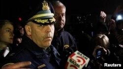 Superintenden dan Kolonel Kepolisian Negara Bagian Massachusetts Timothy P. Alben berbicara kepada wartawan mengenai status kedua tersangka pemboman Marathon Boston di Watertown, Massachusetts (19/4).