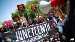 جونٹینتھ کی عام تعطیل کے حق میں مظاہرے (فوٹو: اے پی)