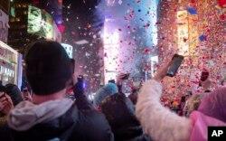 Suasana pergantian tahun di Time Square, New York, 1 Januari 2019.