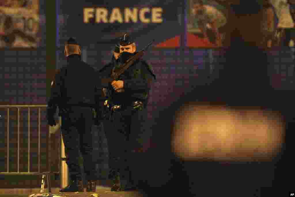 法國遭受恐怖襲擊後,軍人在街頭站崗