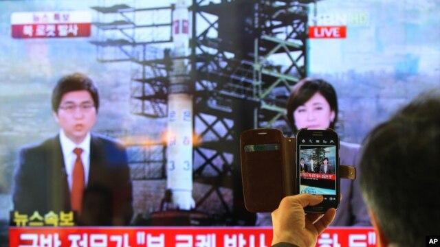 Snimak objavljivanja vesti o lansiranju balističke rakete na severnokorejskoj televiziji