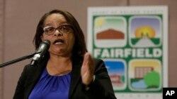 Sharon Henry, l'avocat en chef adjoint du district de Solano, discute des accusations portées contre un couple de Fairfield, en Californie, le 14 mai 2018.