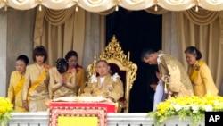 In this file photo, Thai King Bhumibol Adulyadej is surrounded by his family members (L-R) Princess Somsavali, his daughter Princess Ubolratana, his daughter Princess Chulabhorn, Princess Siribhachudabhorn, Royal Consort Princess Srirasm, his grandson Prince