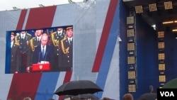 普京兩個星期前在莫斯科郊外的一個武器展上發表講話。(美國之音白樺攝)