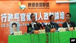 何俊仁(右二)、唐英年(右三)出席香港行政長官候選人政制論壇,缺席的梁振英被主辦單位在原定的座位放上大頭照