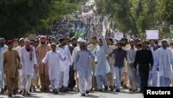 Demonstranti u Islamabadu tokom protestne šetnje ka američkoj ambasadi