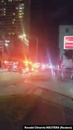 Vatrogasna vozila pred kineskim konzulatom u Hjustonu fotografisana u utorak uveče