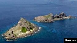 중일 영유권 분쟁지역인 센카쿠 열도의 미나미코지마와 키타코지마, 우오츠리 섬(아래부터). 중국에서는 센카쿠 열도를 댜오위다오라고 부른다.