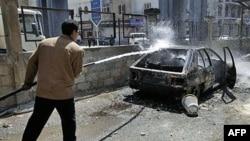 Xe cộ bị người biểu tình đốt cháy ở Deraa,Syria, ngày 21/3/2011