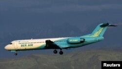Un Fokker 100 como el estrellado en Almaty el 27 de diciembre de 2019, en pleno vuelo.