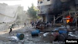 1일 시리아 반군 거점인 알레포에 정부군의 공습이 가해졌다고, 반군 단체들이 주장했다.