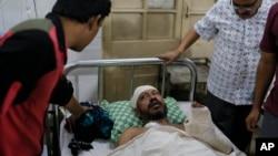 Nhà văn Sudeep Kumar Ray Barman bị thương trong vụ tấn công và đang được chữa trị trong bệnh viện ở thủ đô Dhaka hôm 31/10.