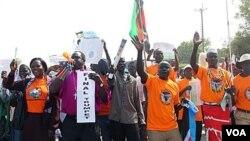 Para aktivis pro kemerdekaan melakukan kampanye di ibukota Sudan selatan, Juba.