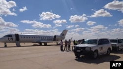 Pesawat penjabat utusan PBB untuk Libya di bandara di Ghadames, oasis gurun sekitar 465 kilometer barat daya ibukota Tripoli, 2 November 2020.