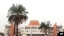 Panorama da cidade de Bissau com o edifício do Parlamento ao fundo