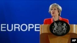 21일 벨기에 브뤼셀에서 열린 유럽연합 정상회의에서 테레사 메이 영국 총리가 기자들의 질문 답하고 있다.