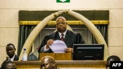 津巴布韦议会议长宣读穆加贝的辞职信