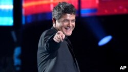 "FILE - Alejandro Sanz reacts after winning the award for best contemporary pop vocal album for ""Sirope"" at the 16th annual Latin Grammy Awards in Las Vegas, Nov. 19, 2015."