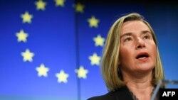 La jefa de política exterior de la UE, Federica Mogherini, se refirió el martes 16 de julio de 2019 a lamuerte de Rafael Acosta mientras estaba bajo custodia del gobierno en disputa de Nicolás Maduro, por presunta participación en un complot para dar golpe de Estado.