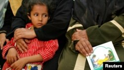 Session d'éducation sur l'éradication des mutilations génitales féminines à Minia, en Égypte, le 13 juin 2006. (Reuters)