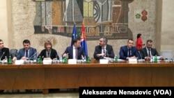 Ministar finansija Srbije Siniša Mali sa svojim saradnicima, Foto: VOA