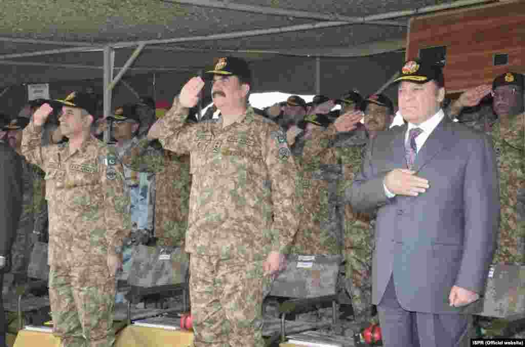 وزیر اعظم نوازشریف نے کہا کہ فوجی مشقیں یہ ظاہر کرتی ہیں کہ پاکستان دشمنوں کی جارحانہ خواہشات اور کسی بھی عاقبت نااندیش کارروائی کا مقابلہ کرنے کے لیے تیار ہے۔