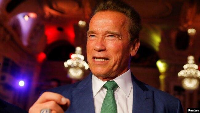 Ông Arnold Schwarzenegger.