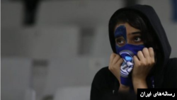 جمهوری اسلامی به زنان اجازه حضور در ورزشگاه را نمی دهد.