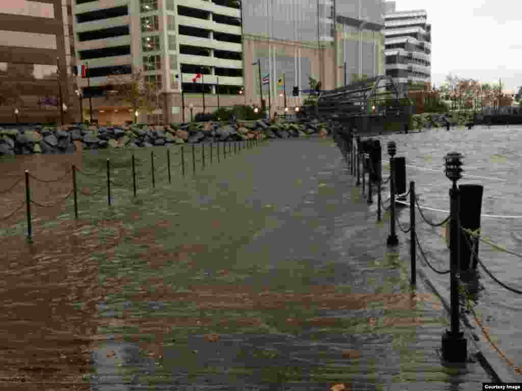Flooding closes this pedestrian walkway in downtown Norfolk. (Credit: City of Norfolk)
