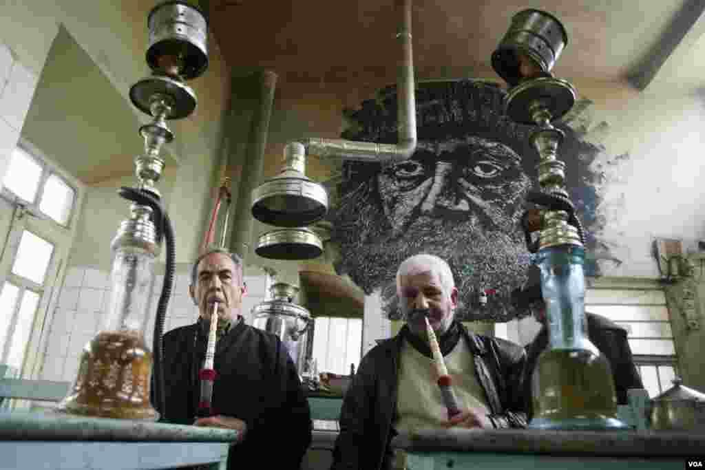 قهوه خانه در بازار قدیم تبریز، عکس از مریم