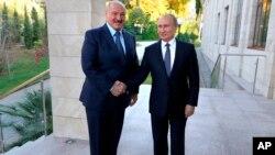 Александр Лукашенко и Владимир Путин (архивное фото)