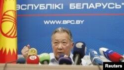 Курманбек Бакиев на пресс-конфенции в Минске. 14 июня 2010 года.