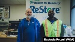 Mark Lange est manager du magasin Restore depuis 2013, mais intervient régulièrement dans le quartier depuis une dizaine d'années avec son église.
