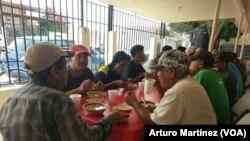 Los acuerdos firmados entre México y Estados Unidos mantiene a miles de inmigrantes en las ciudades fronterizas esperando que sus casos sean resueltos por tribunales estadounidenses.