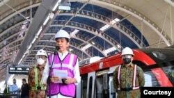 Presiden Jokowi targetkan LRT bisa beroperasi pada Juni 2022. (Foto: Biro Press)