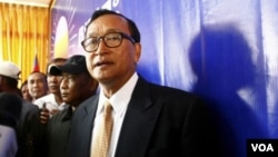 ທ່ານ Sam Rainsy ຢູ່ທີ່ກອງປະຊຸມຂ່າວ ໃນກໍາປູເຈຍ