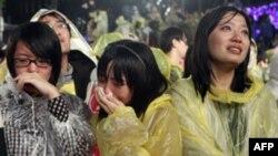 Những người ủng hộ ứng cử viên Thái Anh Văn, Chủ tịch đảng Dân Tiến, buồn bã khi nghe bà nói chuyện hôm 14/1/12
