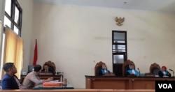 Sidang diisi dengan pembacaan gugatan oleh pengacara dari LBH Yogya Kamis 21 November 2019. (Foto:VOA/ Nurhadi)