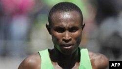 Vận động viên Geoffrey Mutai đoạt giải vô địch trong cuộc chạy đua Boston Marathon 2011